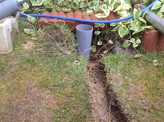 4mの鞘管が地中に埋まる