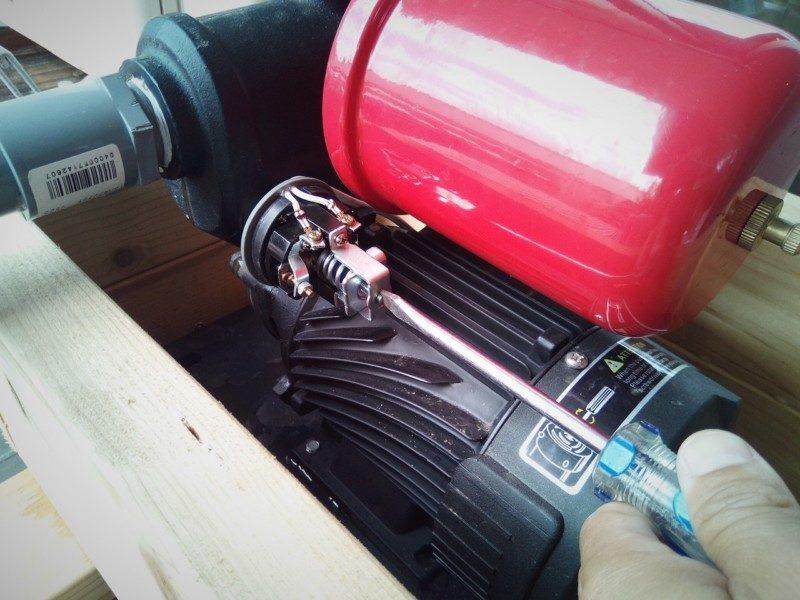 井戸ポンプの圧力スイッチを調整する